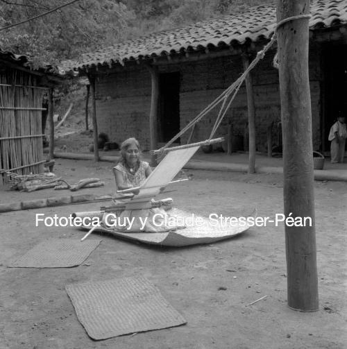 Manuela, tejedora chatina de Santiago Yaitepec. 1956.