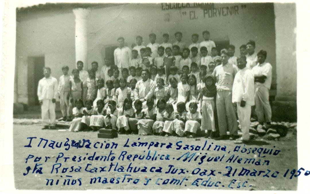 Inauguración de la lámpara de gasolina. Sta. Rosa Caxtlahuaca, Juxtlahuaca. 21 de marzo de 1950.